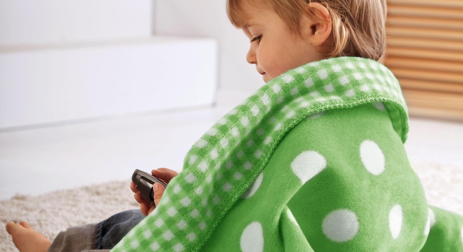 Sehr weiche Kinder-Kuscheldecke Marienkäfer in Grün