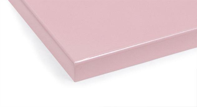 Rosafarbenes MDF-Farbmuster fürs Kinderbett