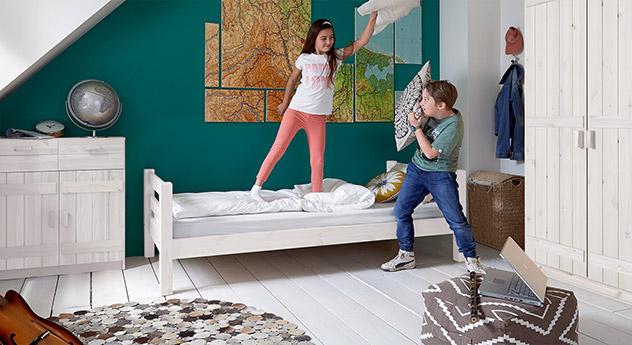 Massivholz-Kinderbett Kids Paradise Basic in Weiß lasierter Variante 01