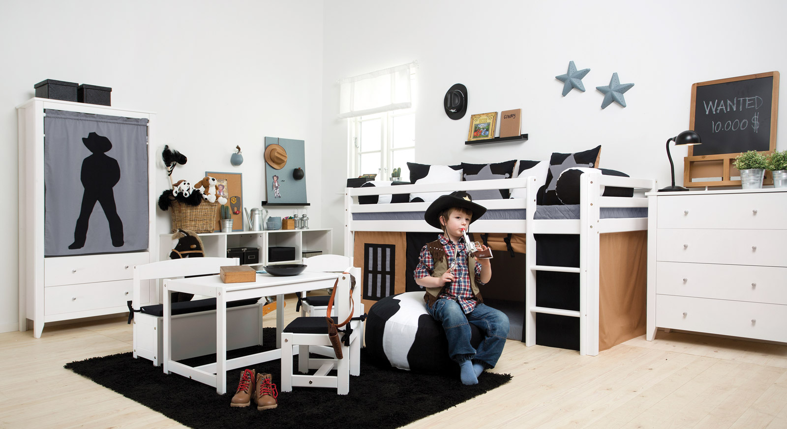 komplettes kinderzimmer f r jungs mit deko cowboy. Black Bedroom Furniture Sets. Home Design Ideas