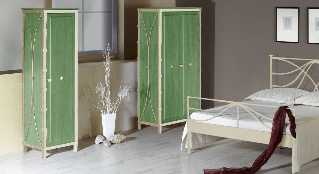 Kleiderschrank Arica in Creme mit Gold und grüner Eiche