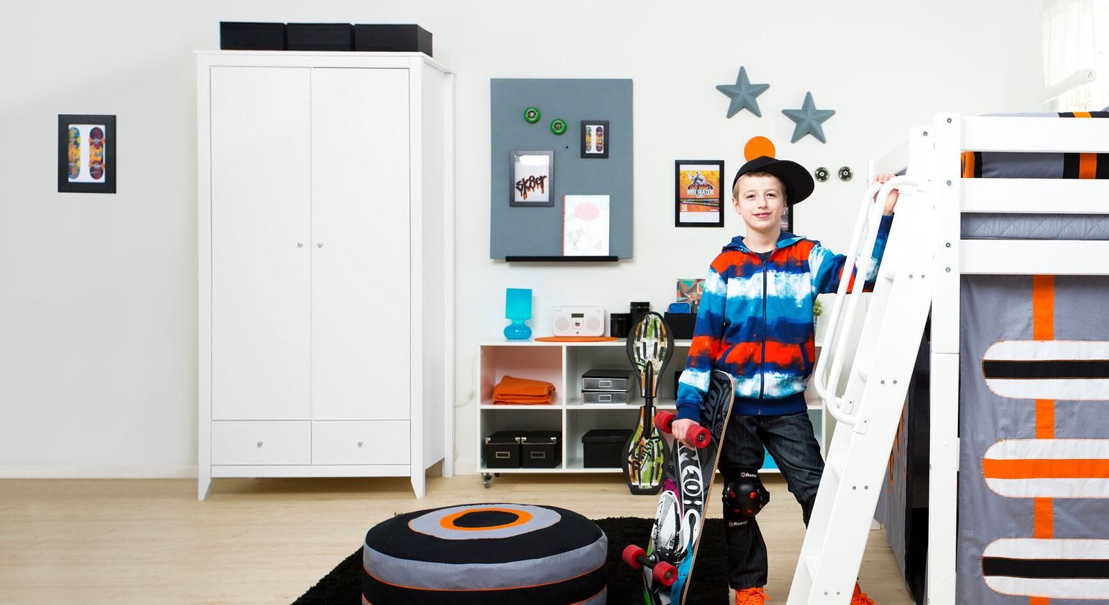 Moderner Kleiderschrank Kids Heaven in weißer Kiefer
