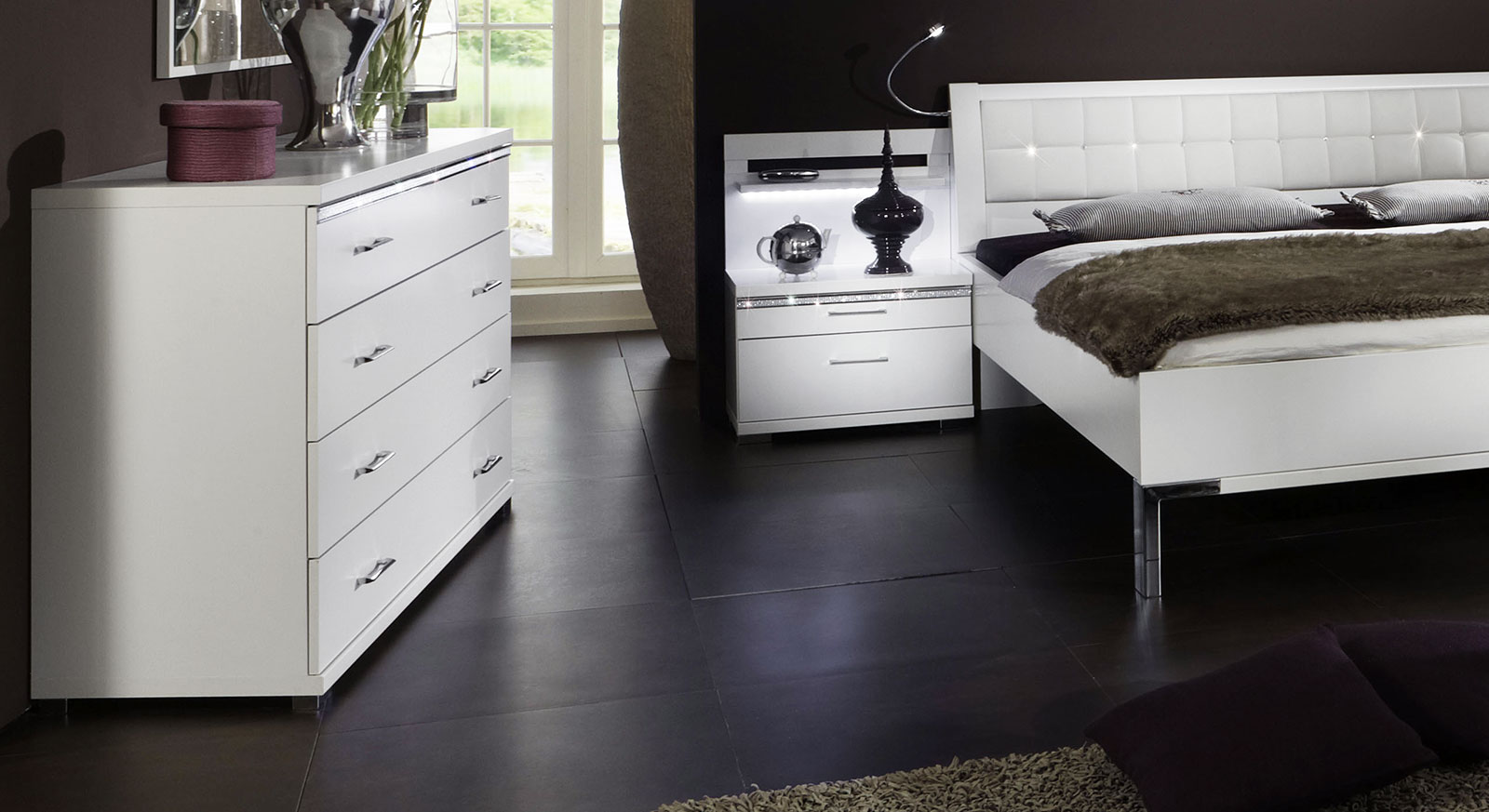 kommode mit 4 schubladen kristallsteinen huddersfield. Black Bedroom Furniture Sets. Home Design Ideas