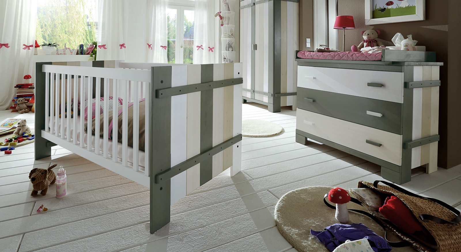 hochwertiges babyzimmer laubh tte aus kiefer massivholz. Black Bedroom Furniture Sets. Home Design Ideas