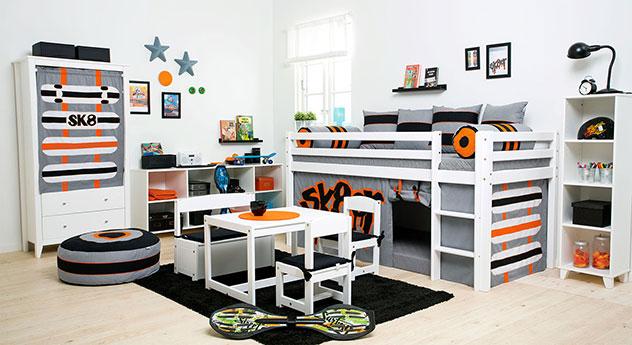 wei es mini hochbett f r jungs mit leiter und vorhang skater. Black Bedroom Furniture Sets. Home Design Ideas