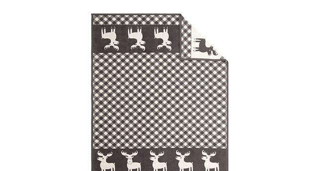 kuscheldecke in grau und creme mit elch moose. Black Bedroom Furniture Sets. Home Design Ideas