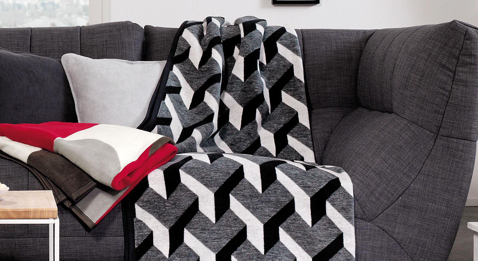 Kuscheldecke Black & White mit modernem Muster