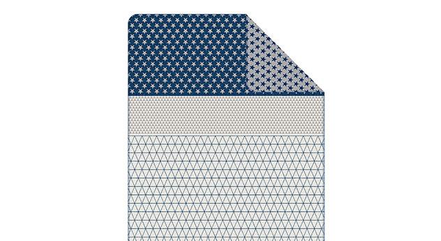 Kuscheldecke s.Oliver Muster weiß-blau mit Zierstich