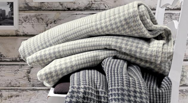 Kuscheldecke Wool in zwei verschiedenen Farbvarianten