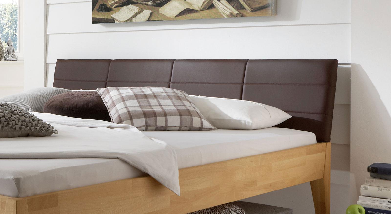 Das Bett Leonardo mit Kopfteil aus Kunstleder