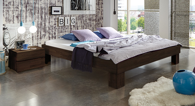 Hochwertige Massivholzliege Brighton in tollem Design, wengefarben 25cm.