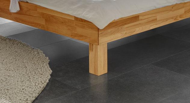 Liege Madrid aus Massivholz mit stabilen Holzfüßen