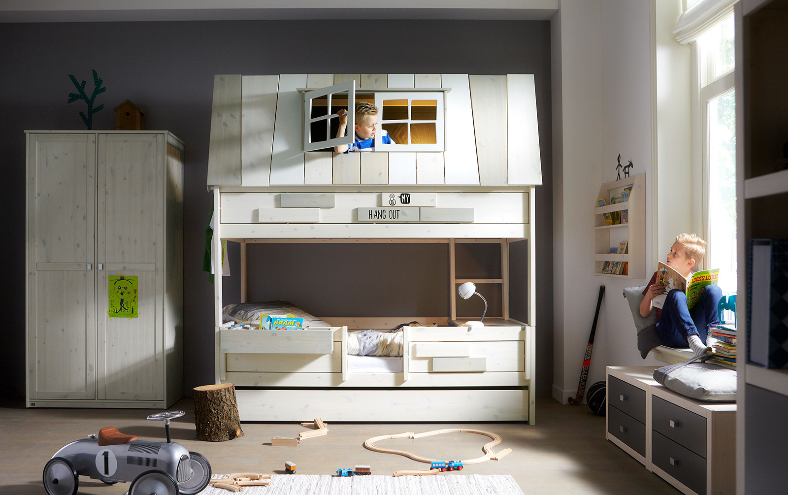 Abenteuer und Etagenbett Villa von Lifetime mit Leiter innen und Schlafplatz unten