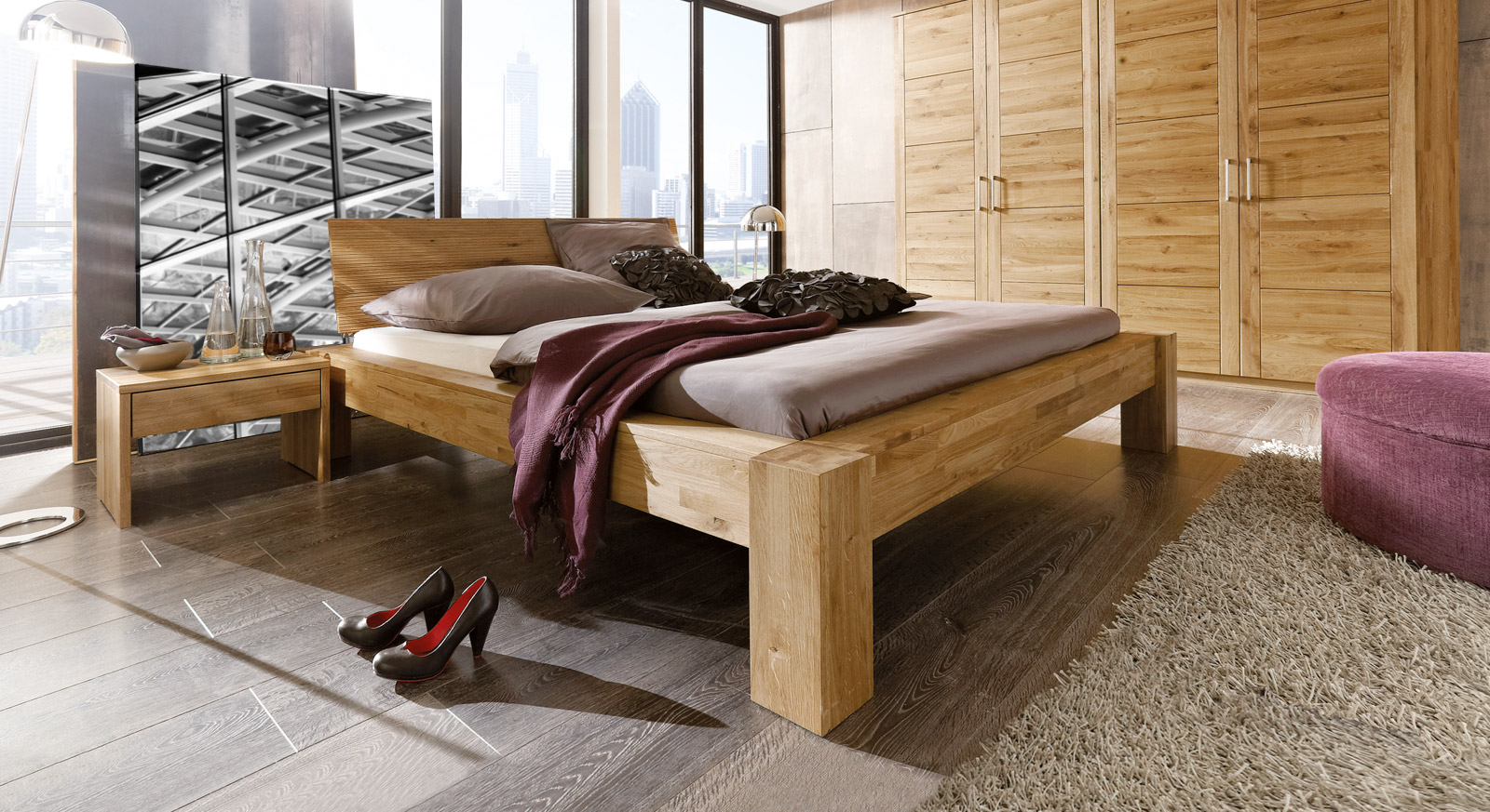 edles bett aus wildeiche massiv und ge lt marsala. Black Bedroom Furniture Sets. Home Design Ideas