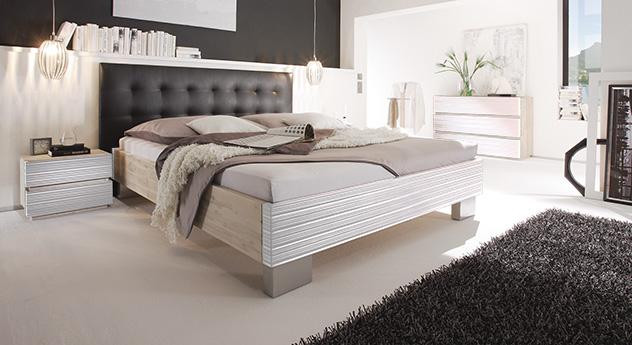 Bett Bari aus Akazienholz in weiß mit schwarzem Kopfteil