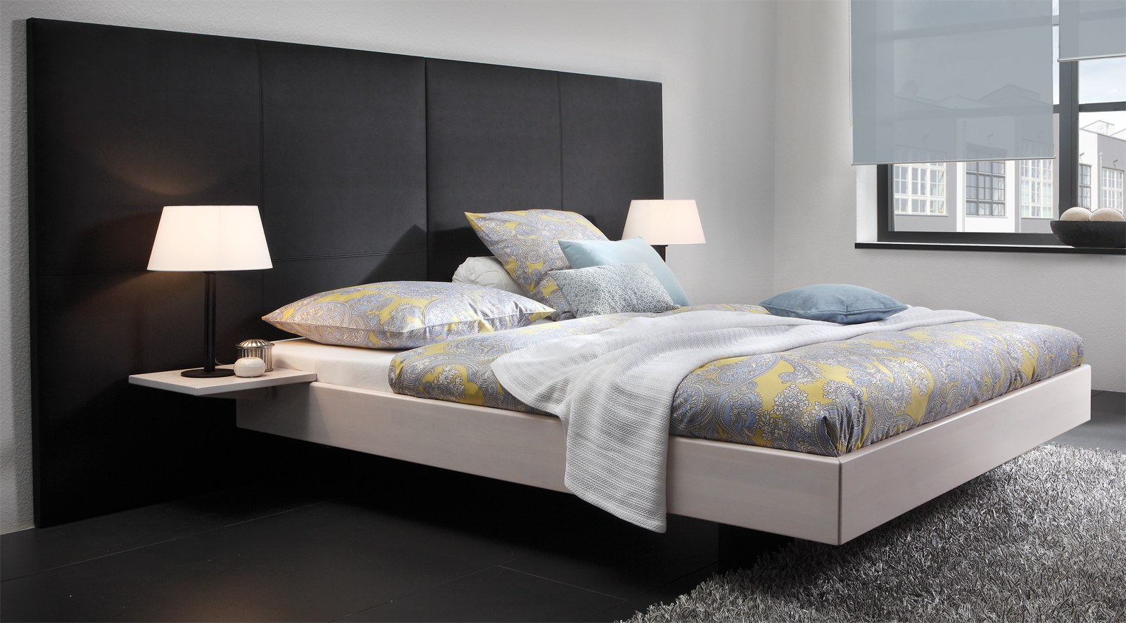 massivholzbett in schwebeoptik aus buche fortun. Black Bedroom Furniture Sets. Home Design Ideas