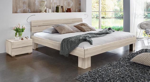 Massivholzbett Maidstone aus Buchenholz in Weiß mit Fußhöhe 20cm.