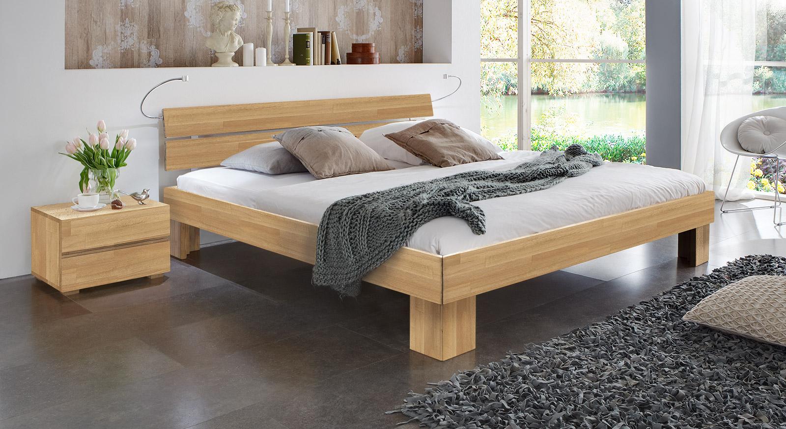 Massivholzbett Maidstone mit passenden Produkten