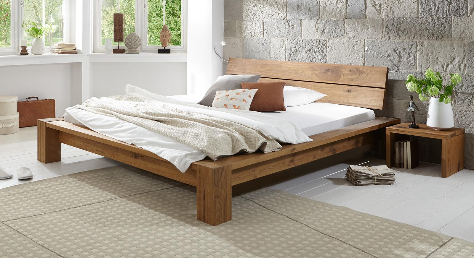 Holzbett rustikal  Massivholzbett in Komforthöhe aus geölter Wildeiche - Navia