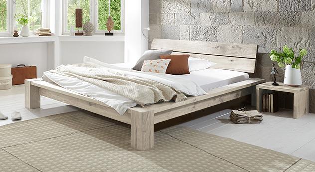 Rustikale Design Massivholzbet Navia in Weiß.