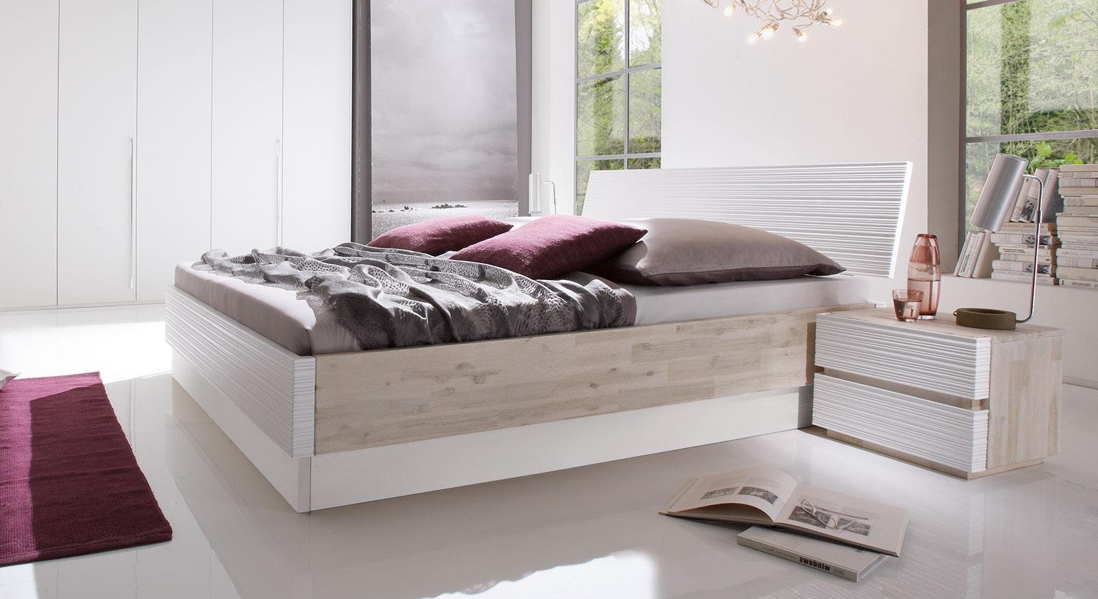 Bett Padua aus Akazienholz in Weiß