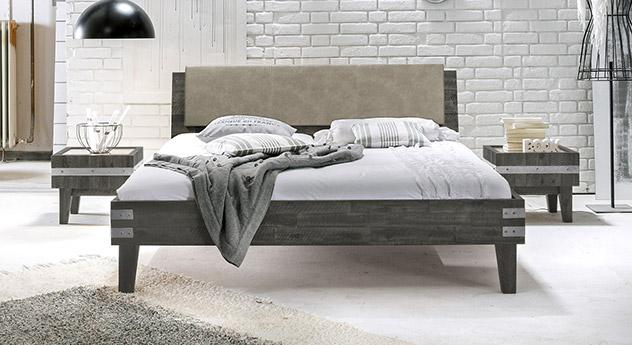 doppelbett im industrielook aus akazie paraiso. Black Bedroom Furniture Sets. Home Design Ideas
