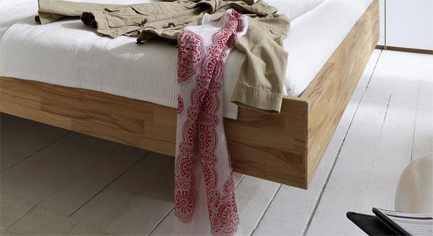 Massivholzbett Rosso mit hochwertig verarbeiteten Eckverbindungen