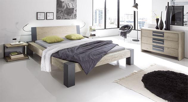 Massivholzbett Serio in Wildeiche weiß mit 20 cm hohen Bettfuessen