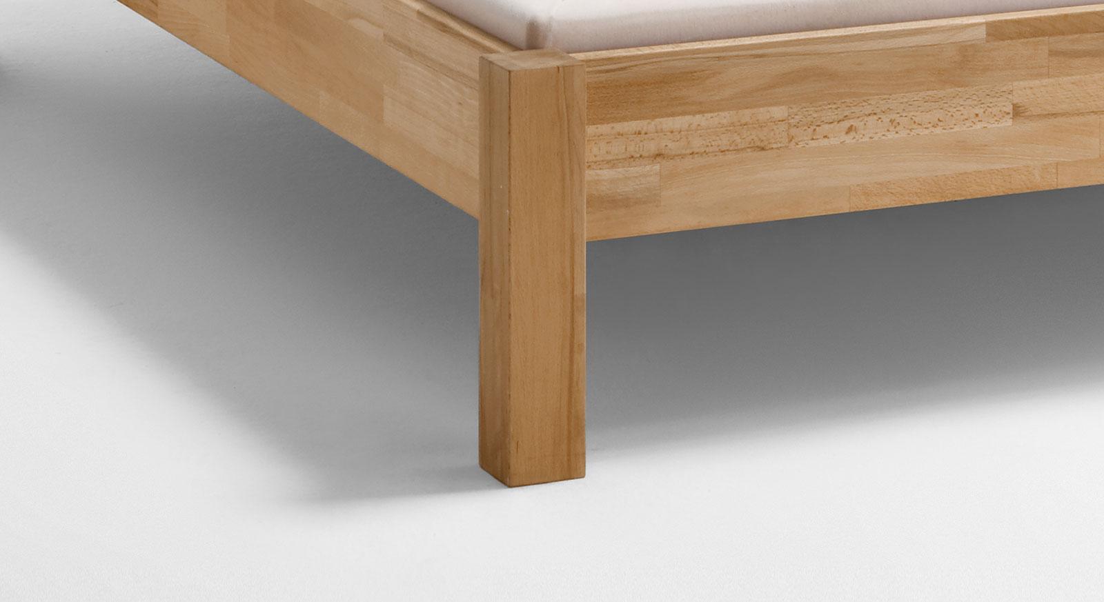 Bett Valencia mit quadratischen Beinen für einen festen Stand