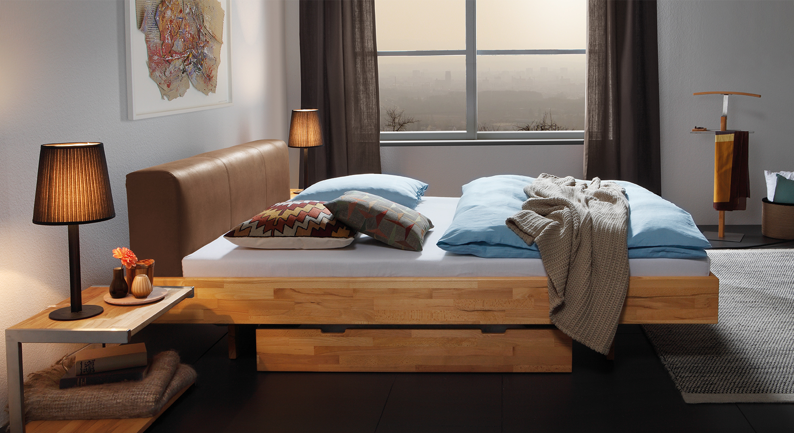 Hochwertiges Massivholzbett Vimara mit passenden Produkten