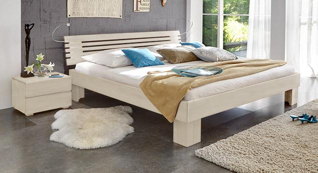 Massivholzbett White Romance in Weiß 25cm Füße.