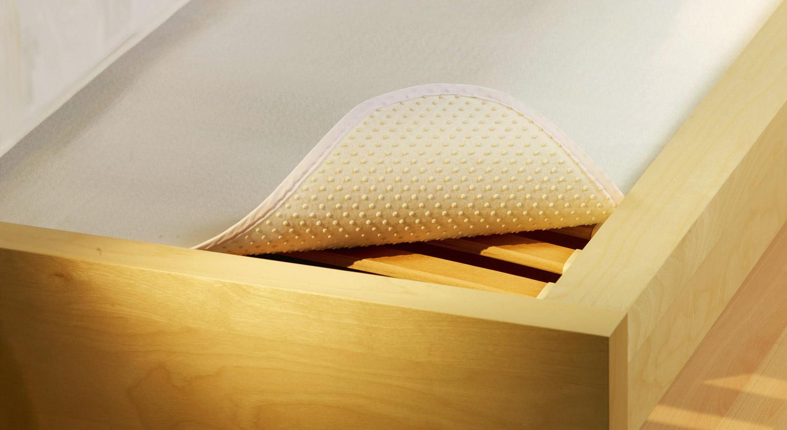 ideal f r schaum matratzen noppen matratzenschoner. Black Bedroom Furniture Sets. Home Design Ideas
