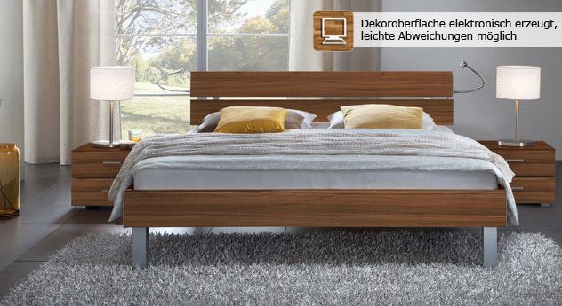 Das Bett Belluno in der Fußhöhe 20cm und aus MDF, nussbaum