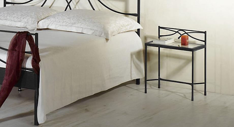 moderner nachttisch aus metall mit glasplatte arica. Black Bedroom Furniture Sets. Home Design Ideas