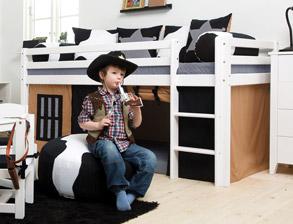 komplettes kinderzimmer f r jungs mit deko cowboy. Black Bedroom Furniture Sets. Home Design Ideas