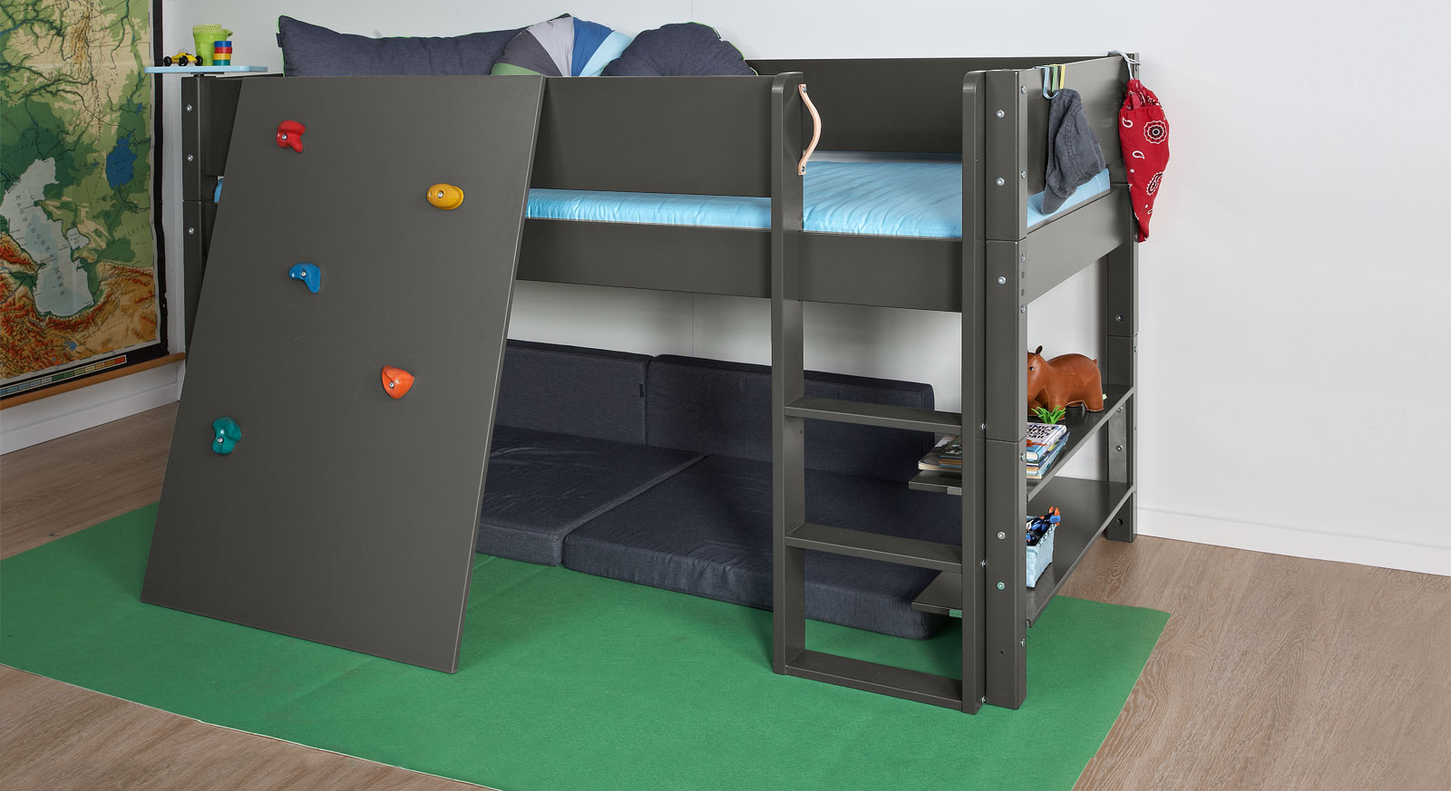 niedriges hochbett z b in wei mit kletterwand kids town. Black Bedroom Furniture Sets. Home Design Ideas