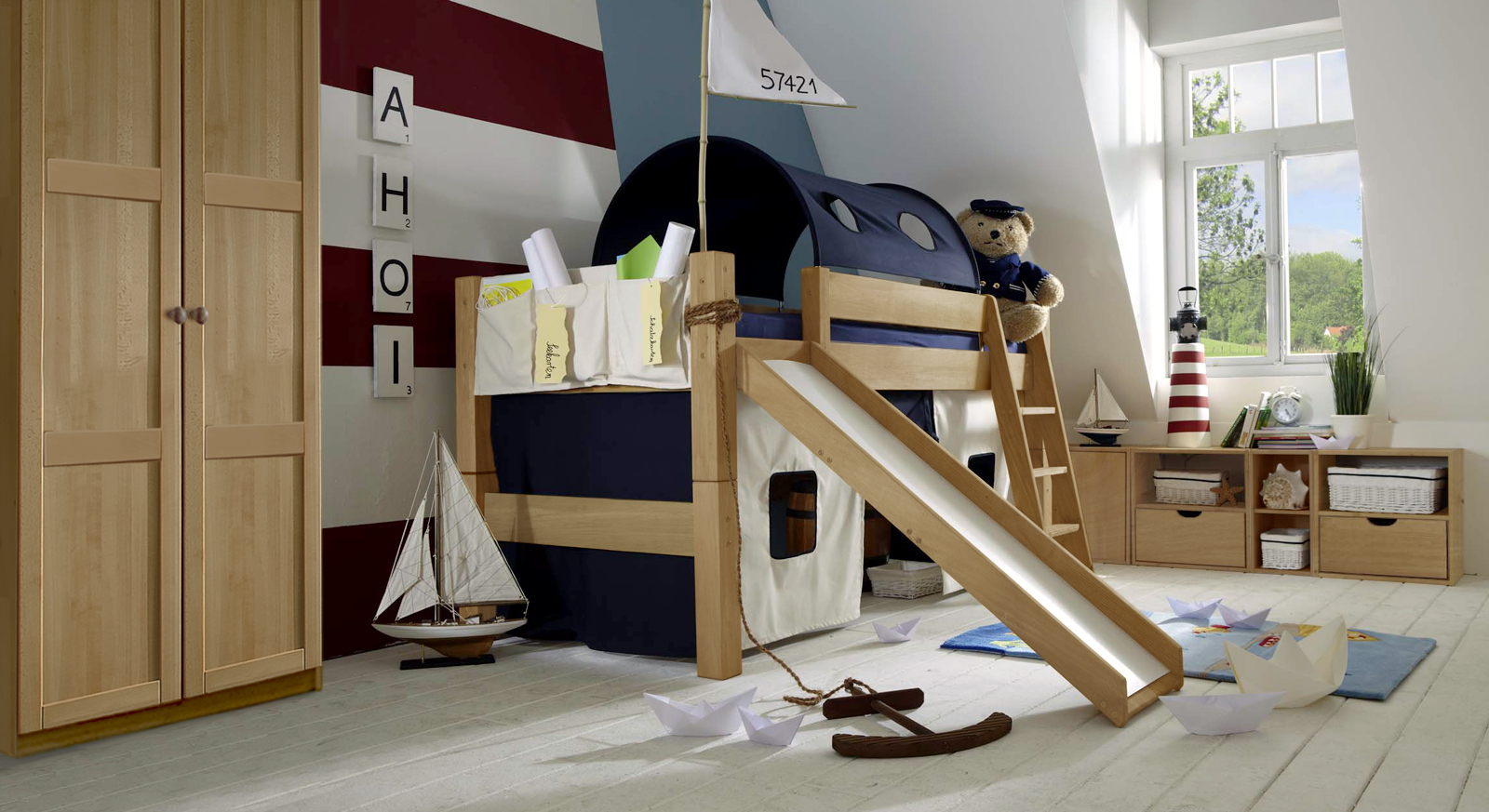 halbhohes hochbett mit rutsche kids fantasy. Black Bedroom Furniture Sets. Home Design Ideas