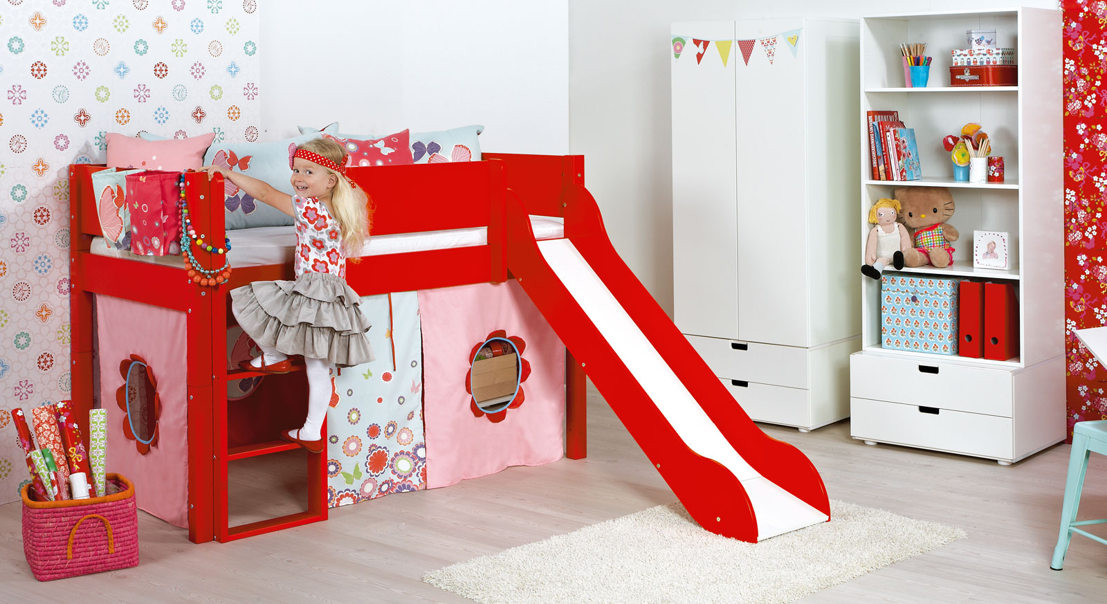 hochbett mit rutsche in z b rot kids town color. Black Bedroom Furniture Sets. Home Design Ideas