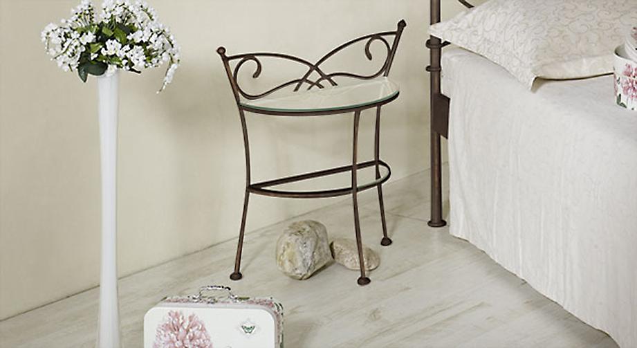 romantischer nachttisch aus metall und glas amarete. Black Bedroom Furniture Sets. Home Design Ideas