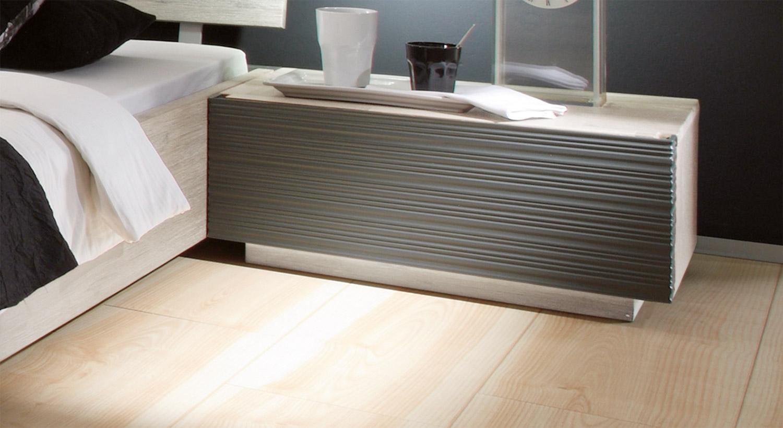 Bett Santerno mit weiß anthrazitfarbenem Nachttisch Ancona