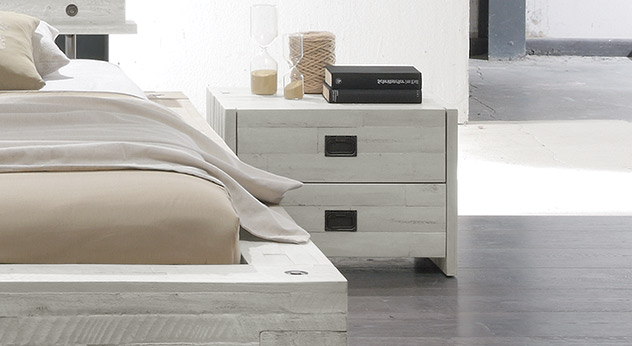 nachtk stchen aus massiver akazie mit schubladen buena. Black Bedroom Furniture Sets. Home Design Ideas