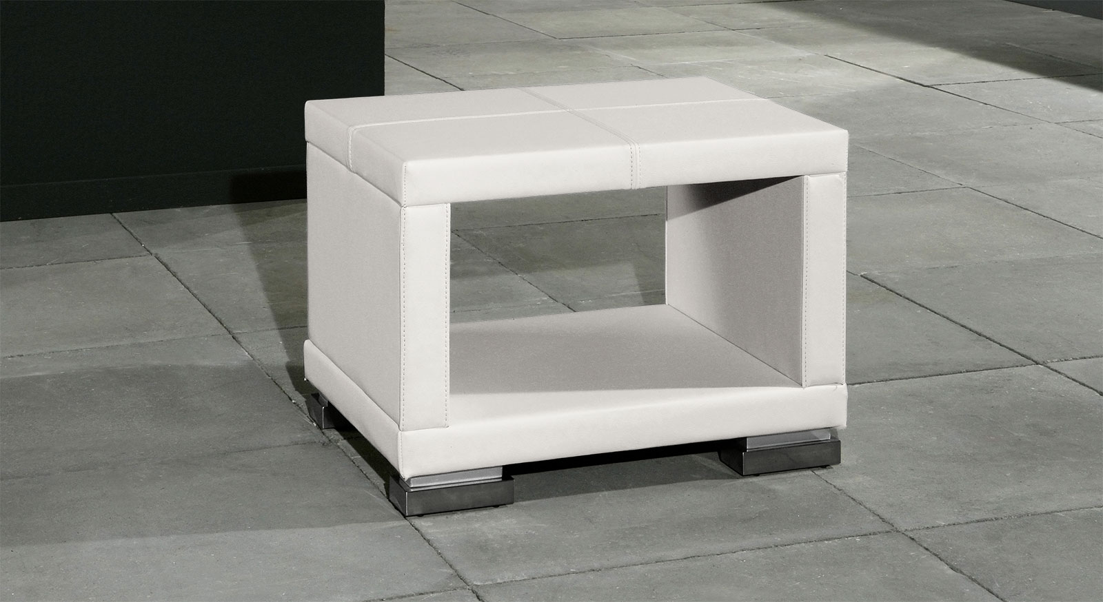 Nachttisch Firenze mit Kunstleder in Weiß