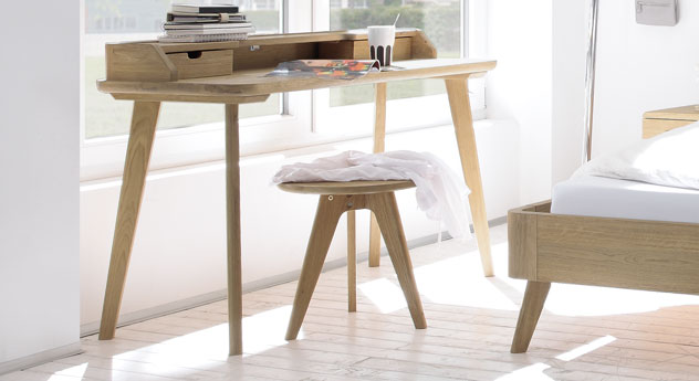 Nachttisch und Hocker Rakaia aus massivem Holz