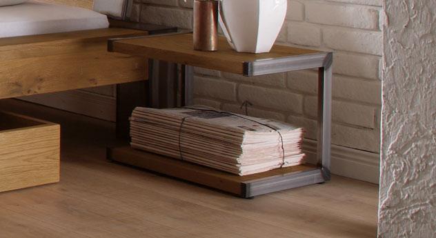 Nachttisch Mallero in Stahl hocherhitzt und Wildeiche natur