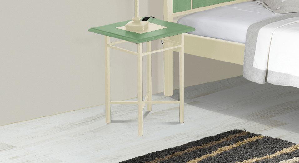 Nachttisch Pintana in grüner Eiche und Creme-Gold