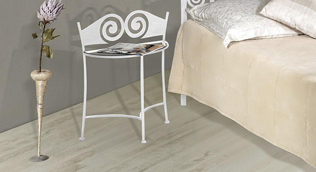 Nachttisch Trojan in Weiß, silber-gewischt