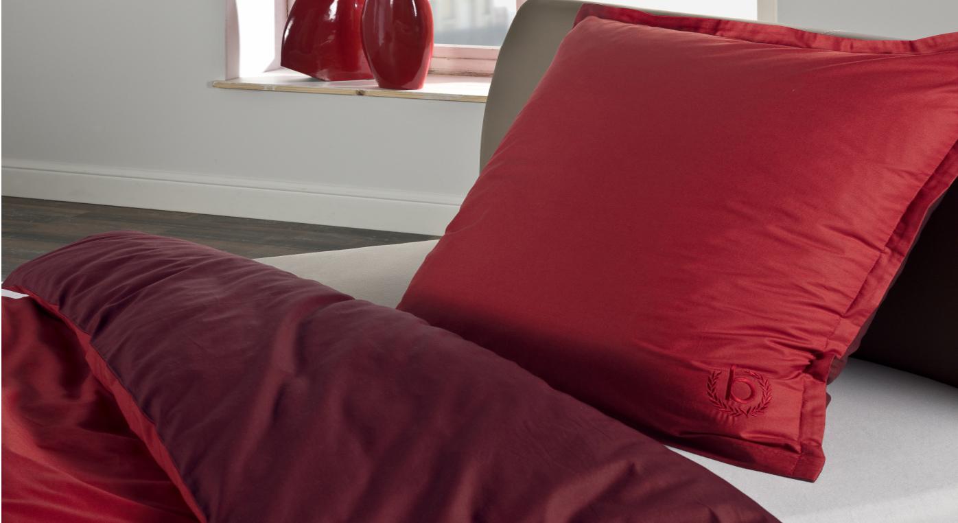 Unifarbene Perkal-Bettwäsche von Bugatti in rot
