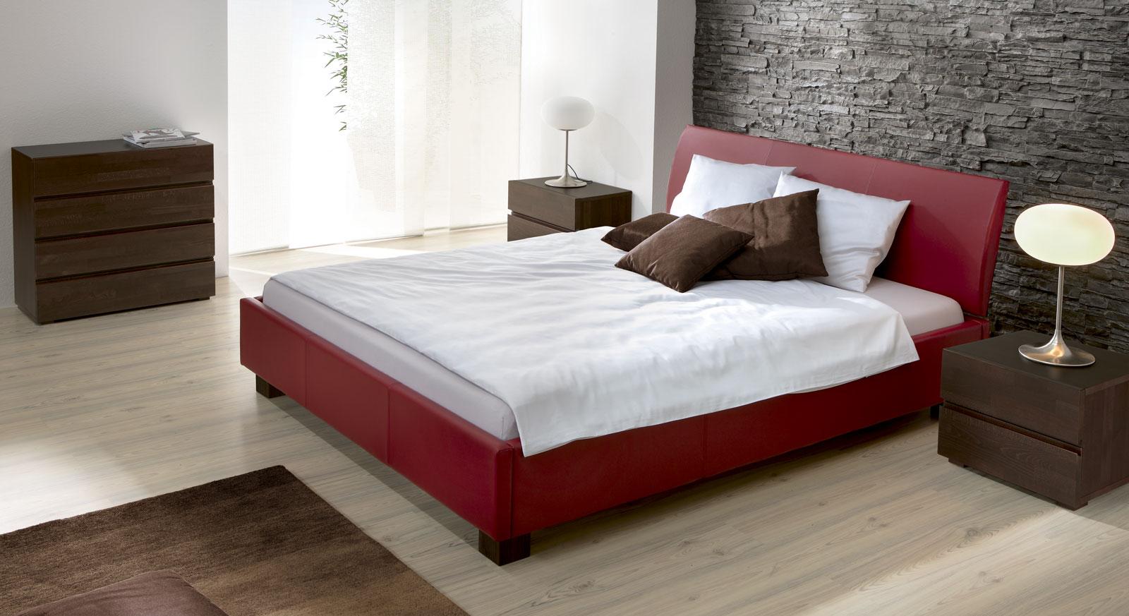 bett mit hohem kopfteil fotos das sieht elegantes mobelpix. Black Bedroom Furniture Sets. Home Design Ideas
