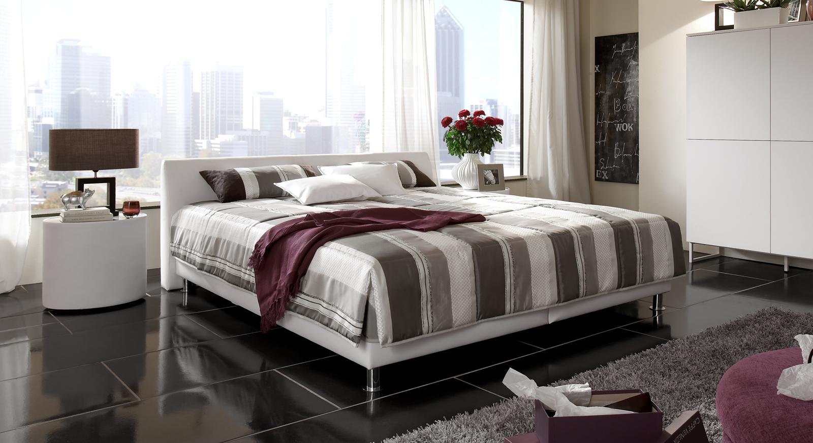 modernes polsterbett aus leder mit bettkasten liberio. Black Bedroom Furniture Sets. Home Design Ideas