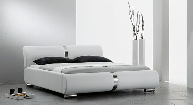 edles designerbett luxe in wei und anderen farben. Black Bedroom Furniture Sets. Home Design Ideas